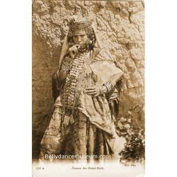 Femme des Ouled-Naïls